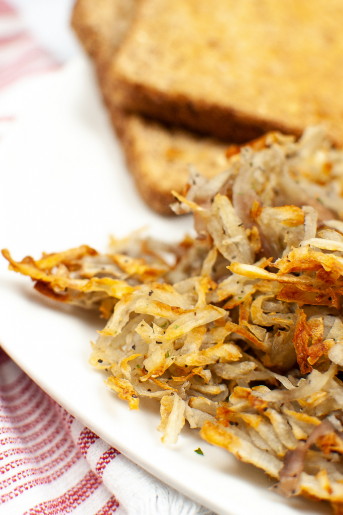 Close up of the crunchy brown air fryer hash browns